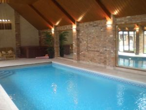Integral Blinds for Swimming Pools